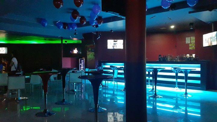 club xs bar