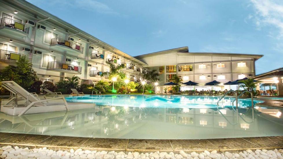 n hotel swimming pool